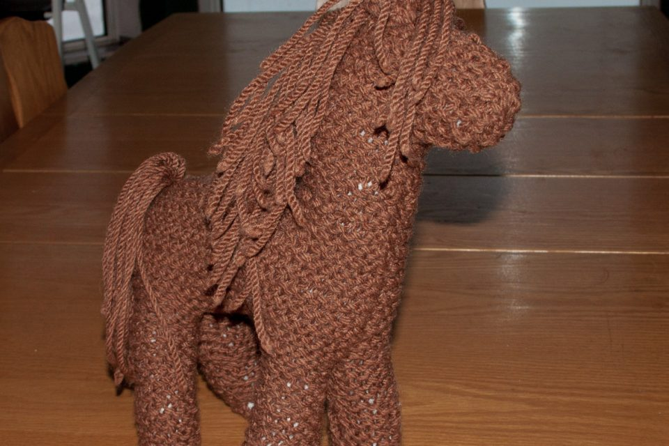 little brown knit horse (garter stitch)