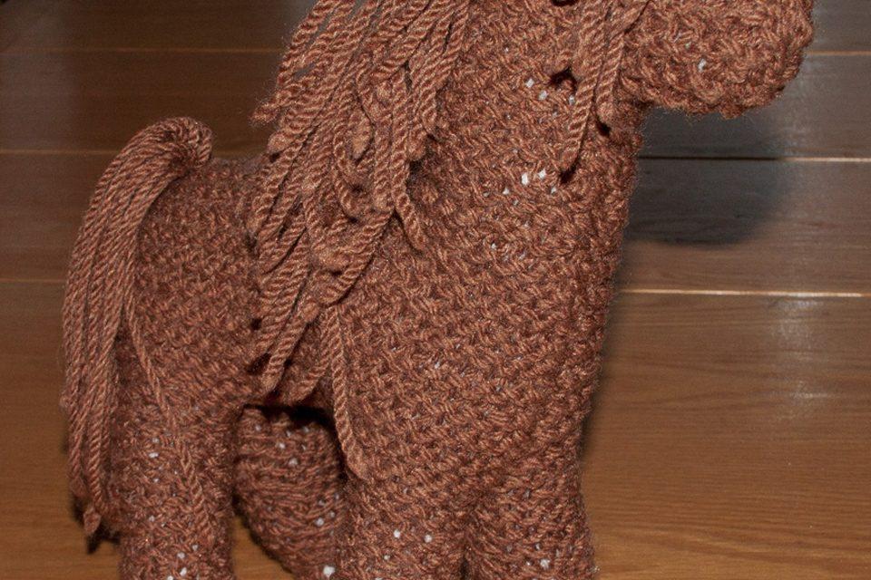 little brown knit horse (garter stitch)